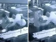Dí vòi máy nén khí vào mông khiến một công nhân tử vong