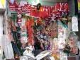 Nhộn nhịp thị trường hàng hóa chào đón Giáng sinh