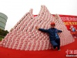 Công ty thép thưởng Tết công nhân 200 triệu/người, tiền mặt xếp thành núi gây choáng