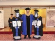 Ý tưởng 'độc' mùa dịch Covid-19: Cho robot dự lễ tốt nghiệp, nhận bằng thay sinh viên