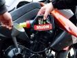 Thay dầu nhớt cho xe máy mùa mưa cần chú ý những gì