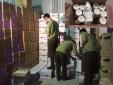 Đột nhập kho chứa hàng chục nghìn chai sữa chua không rõ nguồn gốc