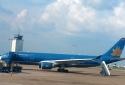 Say rượu, hành khách người Nga đánh tiếp viên và hành khách trên máy bay
