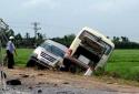 Hà Nội: Ô tô khách đấu đầu trên quốc lộ 32 làm 5 người chết