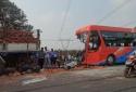 Đắk Lắk: Dùng kích cần cẩu tách hai xe cứu thi thể người bị nạn