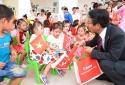 Niềm vui nhân đôi đến với trẻ em và học sinh ngày khai trường
