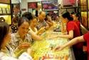 Đổi tiền chỉ là tin đồn, người dân thận trọng mua bán vàng lúc này