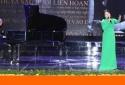 Bộ trưởng Y tế bất ngờ thành ca sĩ trong ngày Thầy thuốc Việt Nam