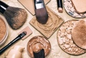 10 loại sản phẩm trang điểm bạn nên tránh xa nếu không muốn 'xuống sắc'