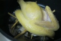 Luộc gà không cần nước vẫn vàng ươm, ngọt thịt với gia vị tại gia