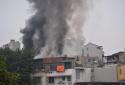 Cháy lớn tại cửa hàng phụ tùng ô tô trên phố Lạc Nghiệp