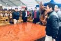 Choáng sập gỗ cẩm lai nguyên khối dài 6.6m giá 3 tỷ đồng tại Hà Nội