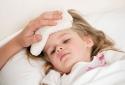 Hạ sốt cho con bằng rượu, cồn - phản tác dụng gây hại cho trẻ