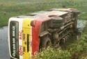 Thanh Hóa: Xe buýt mất lái lật nhào xuống ruộng, hành khách hoảng hốt thoát thân