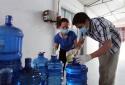 'Ra quân' giám sát chất lượng nước đóng bình, đóng chai