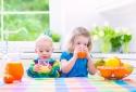 Uống nước trái cây vào bữa sáng, trẻ có nguy cơ béo phì cao hơn