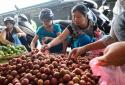 Tết Đoan Ngọ: Trái cây tăng giá nhẹ, rượu nếp cẩm bán chạy