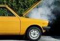 Mở nắp capo xe ô tô tưởng đơn giản nhưng nguy hiểm khó lường
