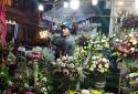 Ngày Phụ nữ Việt Nam 20/10: Hoa đắt như 'tôm tươi'