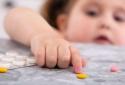 Cha mẹ và ông bà chịu phần lớn trách nhiệm cho các vụ ngộ độc thuốc ở trẻ em