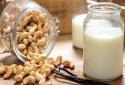 Người dị ứng sữa bò có thể sử dụng loại sữa nào để thay thế?