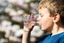 5 tác hại tới sức khỏe khi uống nước đá nhiều ngày nắng nóng