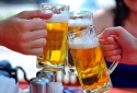 Uống bia pha cồn hai vợ chồng người nước ngoài bị ngộ độc phải nhập viện lọc máu