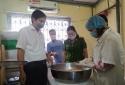 Kiểm tra cơ sở sản xuất bánh trung thu: Xử lý nghiêm các cơ sở có thái độ chống đối