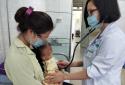 Trẻ 12 tháng tuổi phải nhập viện do mẹ rửa mũi nhầm bằng dung dịch cồn 90 độ