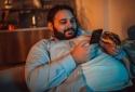Lạm dụng thiết bị điện tử thông minh có thể dẫn đến béo phì ở thiếu niên