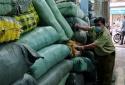 Hàng chục nghìn quần áo nghi giả nhãn hiệu, nhập lậu bị bắt giữ