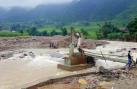 Video: Lũ cuốn trôi nhiều công nhân khai thác vàng tại Lào Cai