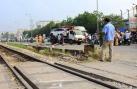 Hiện trường vụ tai nạn tàu hỏa: ô tô tan nát 5 người chết thảm ở Hà Nội