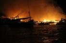 Cận cảnh vụ cháy làng chài thiêu rụi 40 nhà chồ ở Nha Trang