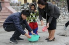 Tết ông Công ông Táo: Nhộn nhịp không khí thả cá phóng sinh tại Hà Nội