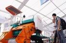 Nông dân Khánh Hòa chế máy cuộn rơm chạy đa địa hình