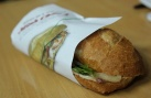 Cẩn thận kẻo ngộ độc chì bởi những tờ báo gói bánh mỳ bạn ăn hàng ngày