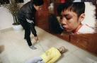 Bắt tạm giam người bố bạo hành bé trai 10 tuổi
