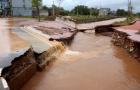 5.000 người dân bị cô lập trong biển nước vì vỡ đập đê Đầm Hà