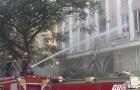 Quá trình giải cứu 11 người mắc kẹt trên sân thượng tòa nhà bị cháy ở TP.HCM