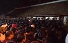 Hàng nghìn người ùa vào đền Trần sau giờ khai ấn