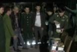 Clip: Hàng chục chiến sĩ vây bắt xe biển Lào chở gỗ, pháo lậu