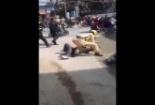 Người đàn ông cầm nón cối đánh cảnh sát giao thông ở Nghệ An