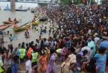 Kinh hoàng cảnh giẫm đạp ở lễ hội tắm sông