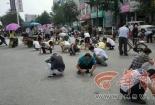 Trung Quốc: Tranh nhau 'hôi' phân bón suốt 6 tiếng vì tưởng là vàng