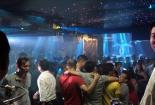 Theo chân cảnh sát 'đột kích' quán bar múa cột ở Sài Gòn