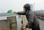 Cầu Long Biên chìm trong rác những ngày Tết