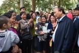 Video: Thủ tướng Nguyễn Xuân Phúc thăm hỏi cư dân chung cư thu nhập thấp ở Hà Nội