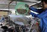 Hai lúa miền Tây chế tạo thành công máy ép cám từ phế phẩm