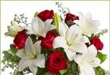 Mách bạn 5 cách cắm hoa ly để bàn ngày Tết cực đẹp và cực dễ